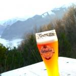Øl, grillpølser og lederbukser
